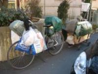 fahrrad-wohnungslose-frau_